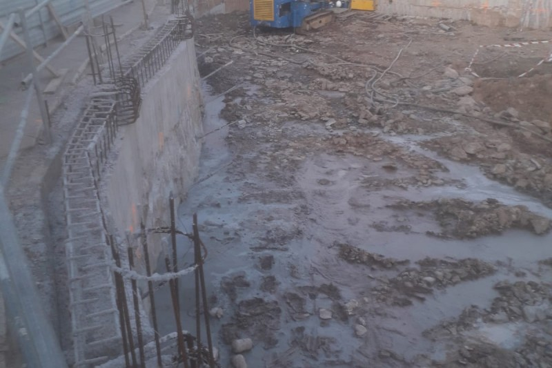 Muro pantalla y anclajes para edificio en Villaviciosa